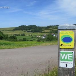 Der Wendelinusweg sollte uns als Orientierungspunkt dienen. Im Hintergrund: Immerath.