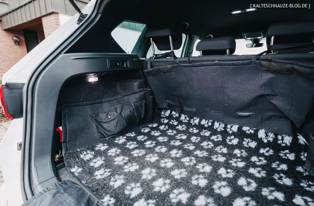 getestet im seat ateca der kofferraumschutz f r hunde von. Black Bedroom Furniture Sets. Home Design Ideas