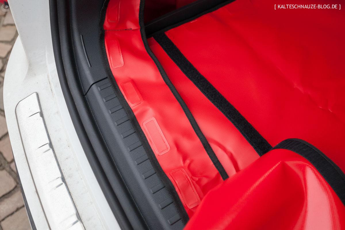 getestet im seat ateca der kofferraumschutz f r hunde von hatchbag. Black Bedroom Furniture Sets. Home Design Ideas